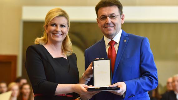 Predsjedniku HGK Luki Buriloviću uručeno odlikovanje za osobite zasluge za gospodarstvo